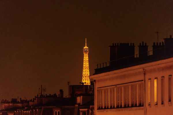 A last shot of the Tour Eiffel before heading to bed.........